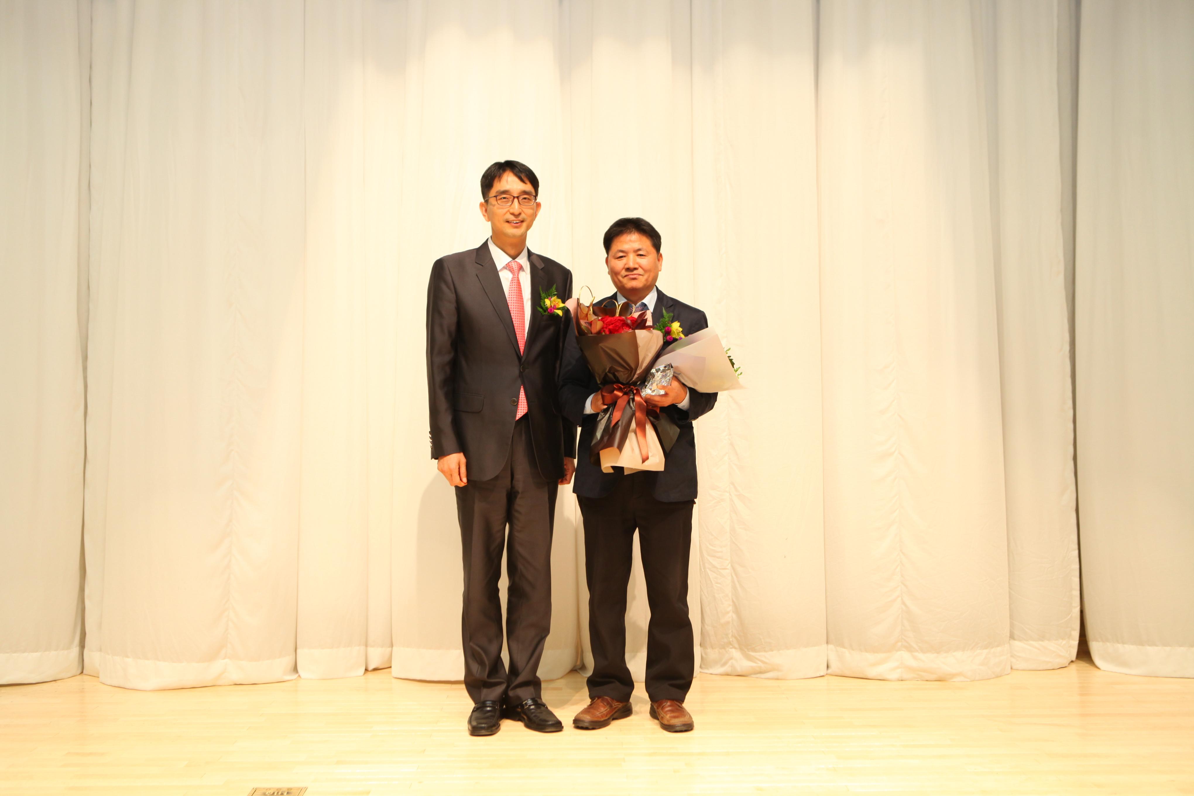 박종석 한국방송기술인연합회장과 2016 방송기술대상 감사패 수상자인 RAPA 이병국 전파방송통신인재개발원장